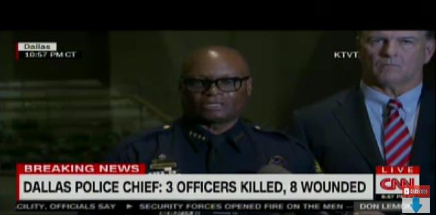 Der Polizeichef von Dallas während einer Pressekonferenz zu dem Massaker an der Polizei.